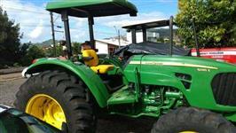 Trator John Deere 5085 e 4x4 ano 12