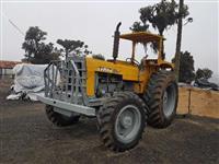 Trator CBT 4x4 com guincho TMO