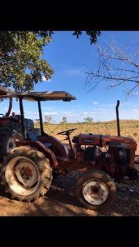 Trator Agrale 4100 4x2 ano 82 com grade